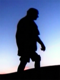 Professor Hermógenes (1921-2015) caminhando. Foto por Marcelo Buainain em 2005.