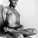Professor Hermógenes em badhapadmasana na década de 1960