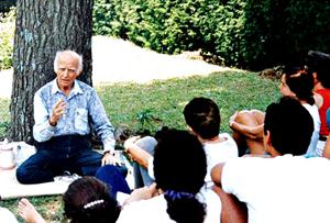 Professor Hermógenes (1921-2015) ensinando a seus alunos