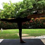 Aluna Raquel em sua aula de Yoga em casa. Foto por Cristiano Bezerra em março de 2017.