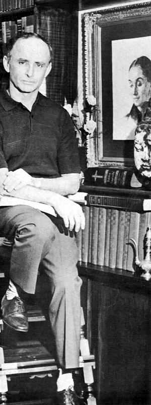Professor Hermógenes (1921-) em sua biblioteca na década de 1960