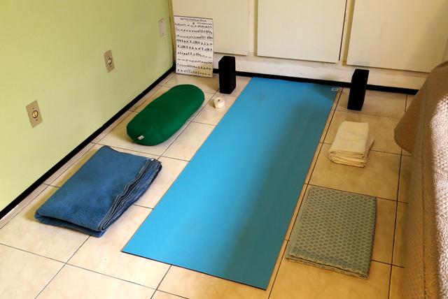 Yogashala particular (shala é canto, lugar ou local, em sânscrito; yogashala, portanto, é o local para a prática de Yoga) da prática pessoal do Prof. Cristiano Bezerra