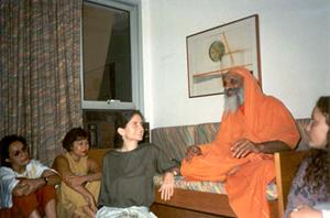 Satsanga com Swami Dayananda e Gloria Arieira no Rio de Janeiro em 1990