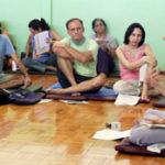 Cristiano Bezerra estudando Vedanta com a Profª Gloria Arieira em maio de 2007. Foto por Denise Mustafa.