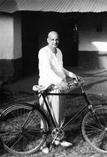Swami Sivananda (1887 – 1963) e sua bicicleta